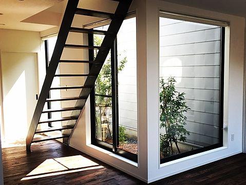 中嶋邸 階段とお庭